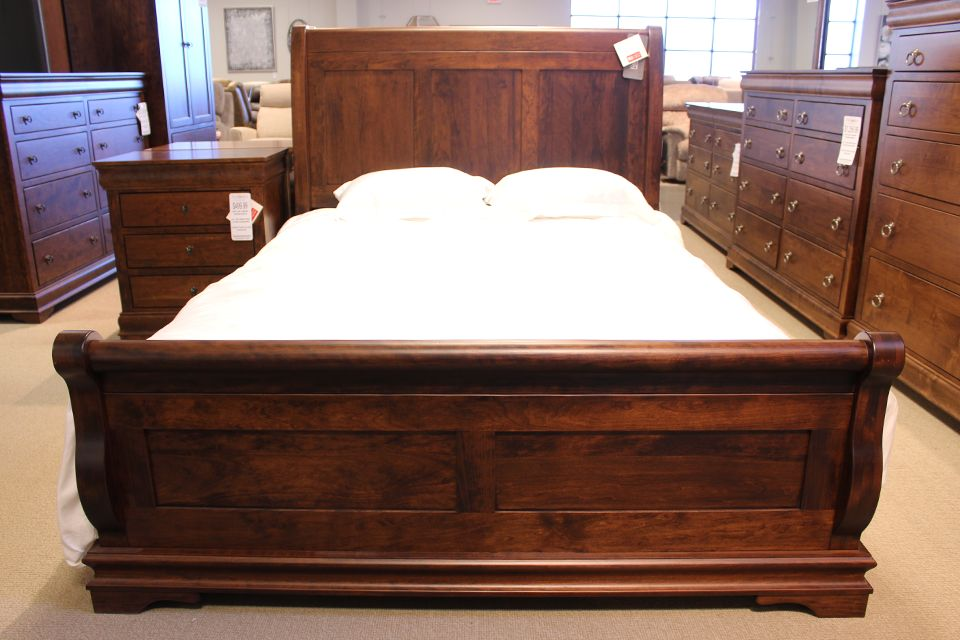 Sap Cherry Queen Sleigh Bed